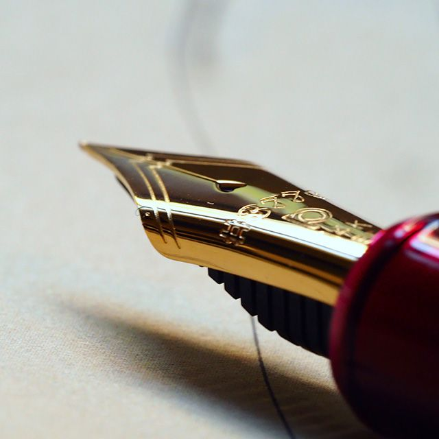 100周年を迎えた国産メーカーの至極の万年筆