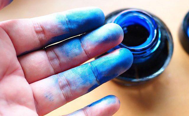 万年筆インクの汚れを落とす方法