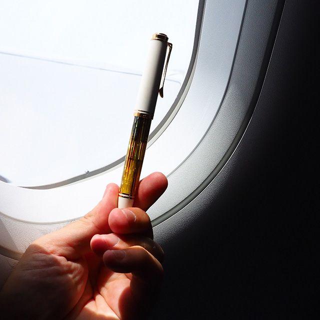 飛行機の中で万年筆を使う際の注意点について