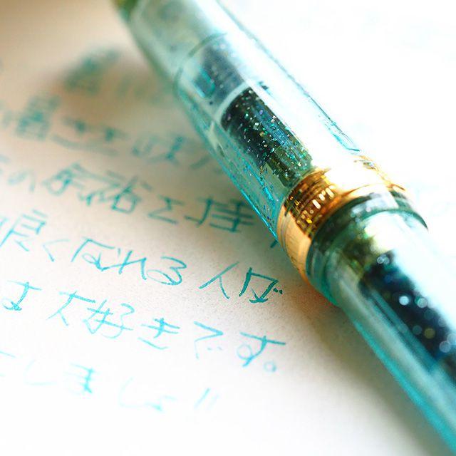 優しい色とラメに癒されて~彩時記万年筆『風花』
