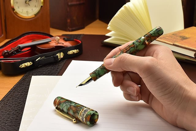 書き心地を楽しむ万年筆の世界