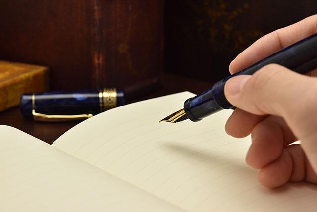 万年筆と日記